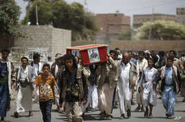 Houthi rebels carry the coffin of a fellow Houthi who was killed in a Saudi-led airstrike, during his funeral in Sana'a, Yemen, June 7, 2015.