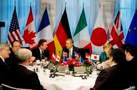 President Barack Obama gathers with G7 world leaders in The Hague, March 24, 2014, in the sidelines of the Nuclear security Summit.