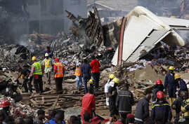 Rescue workers gather at the site of a plane crash in Lagos, Nigeria, June 4, 2012.