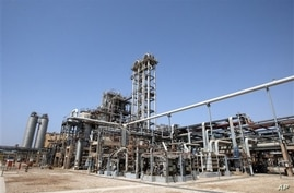 Technicians battle a complex computer virus took the ultimate firewall measures of shutting off all Internet links to Iran's oil ministry and the terminal that carries nearly all the country's crude exports, at the Maroun Petrochemical plant, at the