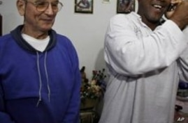 Two Cuban  Dissidents Released Under Protest