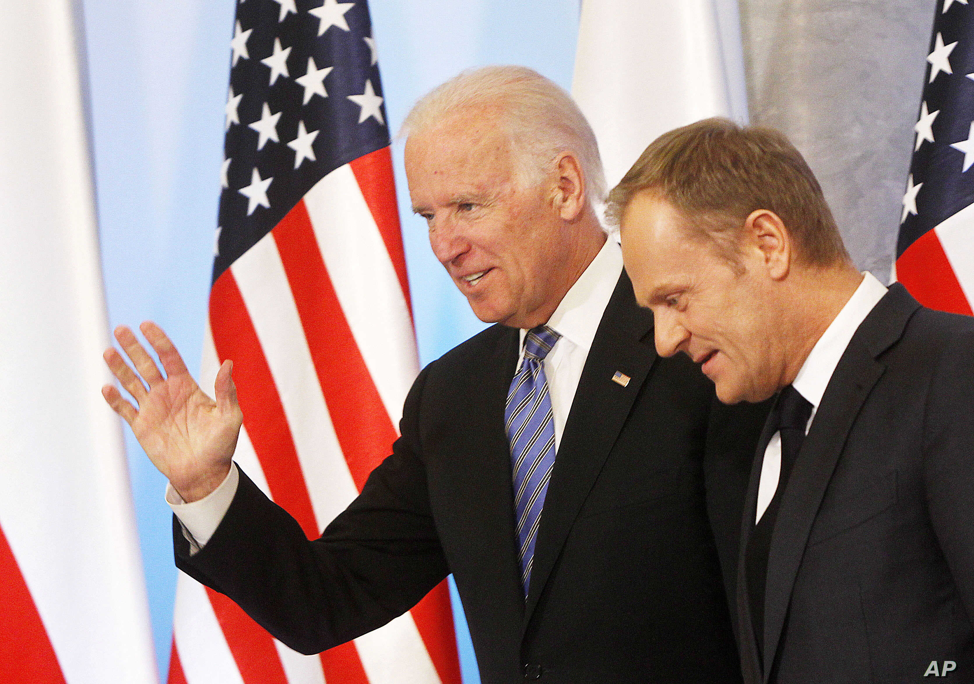 U.S. Vice President Joe Biden (L) and Poland's Prime Minister Donald Tusk (R), head for talks on Eastern Europe's security, in Warsaw, Poland,  March 18, 2014.