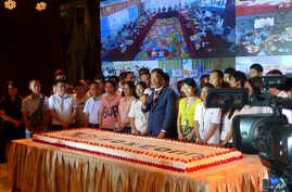 Foxconn Chairman Terry Gou (C) prepares to cut a giant cake at an event to celebrate Taiwan-based contract manufacturing giant Foxconn's 30th anniversary of its first investment in Shenzhen, south China's Guangdong province, June 6, 2018.