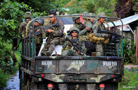 Government soldiers fill a military truck as they continue their assault on insurgents from the Maute group, who have taken over large parts of Marawi City, Philippines, June 1, 2017.