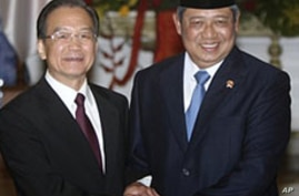 Trade, Investment Dominates China's Premier's Visit to Indonesia