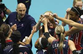 Hugh McCutcheon, top left, head coach of US women's volleyball team, bumps fists with players during game against Germany in Rio de Janeiro. (2009 photo)