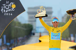 Vincenzo Nibali of Italy celebrates his overall victory on the podium after the final stage of the 2014 Tour de France on the Champs Elysees in Paris, July 27, 2014.