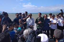 "Indonesian President Joko ""Jokowi"" Widodo arrives in Palu, Central Sulawesi, to see the damage done by an  earthquake and tsunami at Talise Beach as well as the downtown of Palu, Sept. 30, 2018."