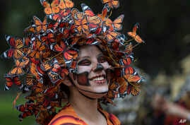 A performer participates in the Day of the Dead parade on Reforma avenue in Mexico City, Oct. 27, 2018.