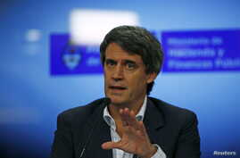 Argentina's Finance Minister Alfonso Prat-Gay gestures during a news conference in Buenos Aires, Argentina, December 16, 2015.