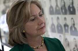 Clinton Urges Prosecutions for Khmer Rouge Leaders