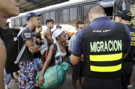 Cuban migrants wait to board a bus to take them to a shelter, outside an immigration office at the border between Costa Rica and Nicaragua, in Penas Blancas, Costa Rica, Nov. 25, 2015.