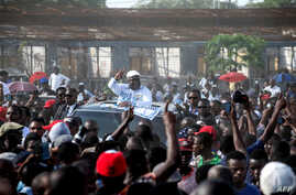 UDPS opposition party leader Felix Tshisekedi gestures to supporters as he arrives to address a rally in Kinshasa, April 24, 2018.