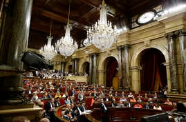 A general view during a plenary session at the Parliament of Catalonia in Barcelona, Spain, Wednesday, Sept. 6, 2017. Catalan lawmakers are voting on a bill that will allow regional authorities to officially call an Oct. 1 referendum on a split from