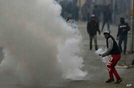 Kashmiri protesters clash with Indian paramilitary soldiers in Srinagar, Indian-controlled Kashmir, Dec. 16, 2018.