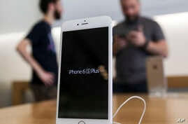 An Apple iPhone 6s Plus smartphone is displayed Sept. 25, 2015 at the Apple store at The Grove in Los Angeles.