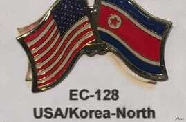 """The US-North Korean """"Friendship"""" flag pin displayed at a gift store inside the State Department, Oct. 27, 2016. (S.Herman/VOA News)"""