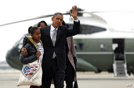 President Barack Obama,Michelle Obama and their daughters Sasha and Malia, walk from Marine One to board Air Force One at Chicago O'Hare International Airport, Nov. 7, 2012, in Chicago.