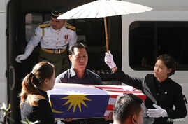 Lt Lee Vee Weng carries the remains of his one-year-old son Benjamin Lee Jian Han, who was killed in the MH17 crash, into the Xiao En Bereavement Centre in Kuala Lumpur, Sept. 9, 2014.