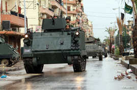 Lebanese Army soldiers patrol the Sunni Muslim Bab al-Tebbaneh neighbourhood in Tripoli, northern Lebanon, December 7, 2012. Five men were killed in the Lebanese port city of Tripoli on Thursday during sectarian clashes between gunmen loyal to opposi