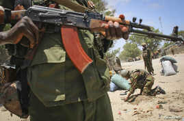 A fighter stands guard in southern Somali port city of Kismayo, (File photo).