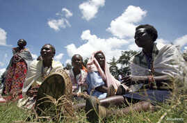In Kenya's Rift Valley, Maasai women are beginning to gaining more rights that were once predominantly reserved to men. A few years ago, a single mother taking sole responsibility for her family would have been a rare sight among the pastoral Kipsigi