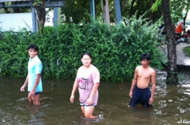 Thailand Fights to Channel Flood Waters, Spare Capital