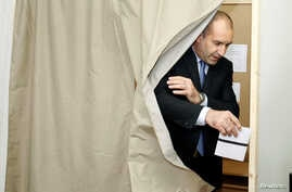 Rumen Radev, presidential candidate of the Bulgarian Socialist Party, casts his vote at a polling station in Sofia, Bulgaria, November 6, 2016. Radev is considered the favorite to win Sunday's run-off after his close victory over Centre-right candida