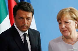 German Chancellor Angela Merkel (C), French President Francois Hollande (R) and Italian Prime Minister Matteo Renzi attend a news conference at the chancellery during discussions on the outcome of the Brexit in Berlin, Germany, June 27, 2016.