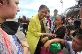 U.N. Under-Secretary-General for Humanitarian Affairs and Emergency Relief Coordinator Valerie Amos speaks to survivors at the airport after super typhoon Haiyan battered Tacloban city, central Philippines, Nov. 13, 2013.