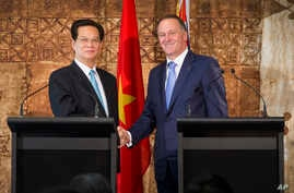 Vietnamese Prime Minister Nguyen Tan Dung, left, and New Zealand Prime Minister John Key shake hands after a signing of agreements at the Government House pavilion in Auckland, New Zealand, Thursday March 19, 2015.