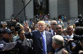 Republican presidential candidate Donald Trump leaves for lunch after being summoned for jury duty in New York, Aug. 17, 2015.