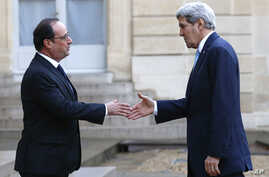 French President Francois Hollande, left, welcomes US Secretary of State John Kerry upon arrival at the Elysee Palace, in Paris, France, Nov. 17, 2015.