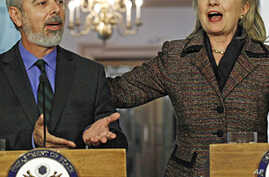 US Secretary of State Hillary Clinton (r) and Brazil's Foreign Minister Antonio Patriota at the State Department in Washington, February 23, 2011