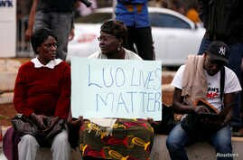 Supporters of Kenyan opposition leader Raila Odinga, from the National Super Alliance (NASA), coalition protest outside the Supreme Court in Nairobi, Aug. 18, 2017.