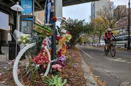 One of many makeshift memorials to the victims of Tuesday's bike path attack is seen on the corner of Chambers Street and West Side Highway, in New York, Nov 2, 2017. (R. Taylor/VOA)