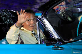 Boxing great Muhammad Ali waves to the crowd during the opening ceremony of the World Equestrian Games in Lexington, Kentucky, in this September 25, 2010 file photo.