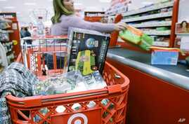 A customer checks out at a Target store in Lombard, Illinois (file photo)