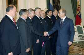 Russian President Putin, right, greets leaders in the outgoing lower house of parlament — Pekhtin is fifth from left — the Kremlin, Moscow, Dec. 11, 2003 (file photo).