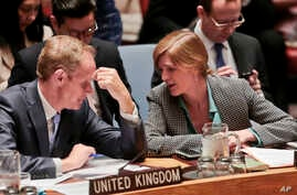 Britain's U.N. Ambassador Matthew Rycroft, left, and United States U.N. Ambassador Samantha Power, right, confer during a Security Council meeting on terrorism, May 11, 2016, at U. N. headquarters in New York.