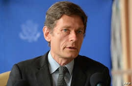 U.S. Assistant Secretary of State for Democracy, Human Rights and Labor Tom Malinowski speaks during a press conference, April 30, 2015 in Bujumbura, Burundi.