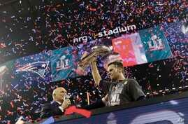 New England Patriots' Tom Brady hoists the Vince Lombardi Trophy after defeating the Atlanta Falcons in the NFL Super Bowl 51 football game, Feb. 5, 2017.