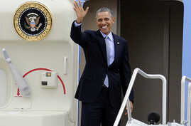 President Barack Obama waves before his departure on Air Force One from Bradley Air National Guard Base, in East Granby, Connecticut, March 5, 2014.