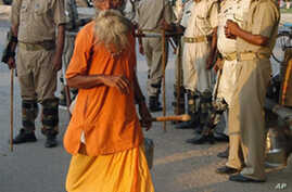Indian Court Orders Holy Site Divided Between Hindus, Muslims