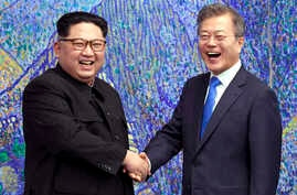 North Korean leader Kim Jong Un, left, poses with South Korean President Moon Jae-in for a photo inside the Peace House at the border village of Panmunjom in Demilitarized Zone, April 27, 2018.