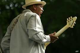 Toronzo Cannon and the Cannonball Express perform on the first day of the 22nd Annual Chicago Blues Festival (file photo)