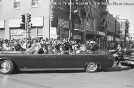 The vehicle carrying President John Kennedy, with a Secret Service agent, riding on the rear bumper, in Dallas, Texas, Nov 22, 1963 (Dallas Times Herald/ The Sixth Floor Museum).