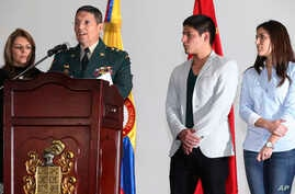 Army Gen. Ruben Alzate reads a statement at the military hospital in Bogota accompanied by his wife Claudia Farfan, left, his son Juan Pablo, second from right, and daughter Maria Paula, Dec. 1, 2014.