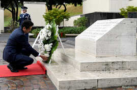Japan's Prime Minister Shinzo Abe presents a wreath at the National Memorial Cemetery of the Pacific at Punchbowl in Honolulu, Hawaii, US, Dec. 26, 2016.
