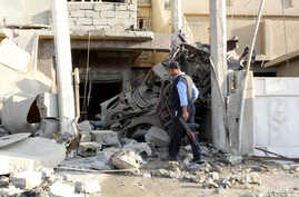 An Iraqi policeman inspects the site of a bomb attack in Kirkuk, 250 km (155 miles) north of Baghdad, Nov. 5, 2013.